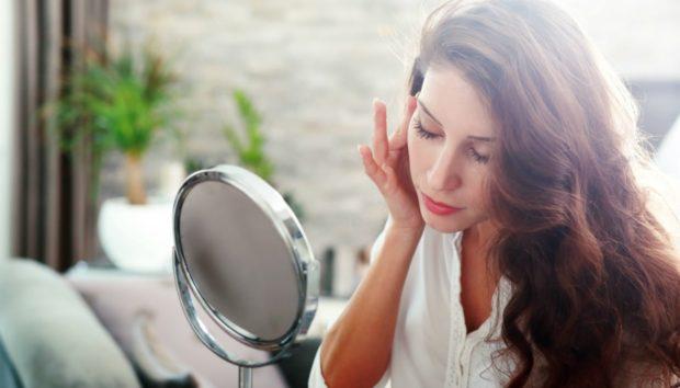 DIY Μάσκα: Καταπολεμήστε τα Σημάδια της Γήρανσης Μόνο με Δύο Υλικά