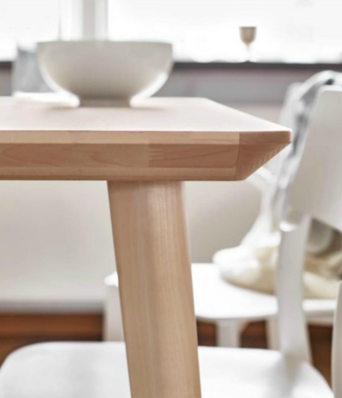 Η σειρά LISABO αποτελείται από έξι τραπέζια υψηλής ποιότητας.