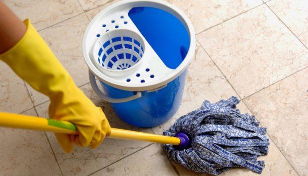 Άσχημη Μυρωδιά Μετά το Σφουγγάρισμα: ΑΥΤΗ Είναι η Λύση