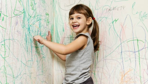 Βρώμικοι Τοίχοι στο Παιδικό Δωμάτιο: Αυτό είναι το Υλικό για να τους Κάνετε Πεντακάθαρους