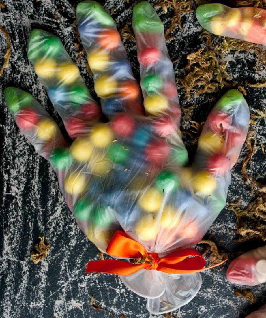 Φτιάξτε δωράκια για τα party των παιδιών σας χρησιμοποιώντας γάντια μιας χρήσης.