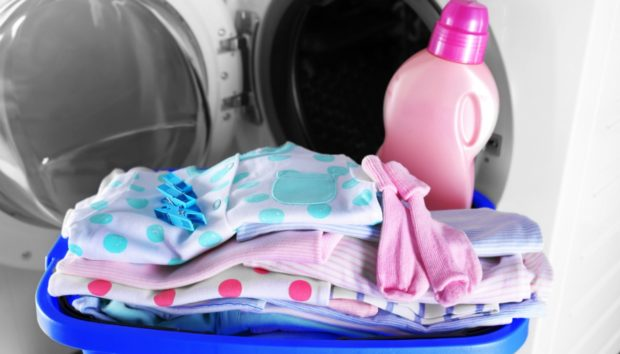 DIY: Φτιάξτε Μόνοι σας Μαλακτικό Ρούχων, με τη Μυρωδιά που σας Αρέσει!