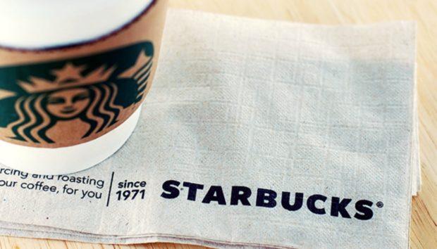 Δεν θα Πιστέψετε Πόσο Μπορούν να σας Βοηθήσουν με τους Μαύρους Κύκλους οι Χαρτοπετσέτες των Starbucks