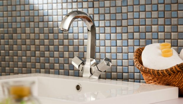 Μόνο με Μια Κίνηση Αλλάζει Όλο το Μπάνιο: Δείτε τι θα Χρειαστεί να Κάνετε