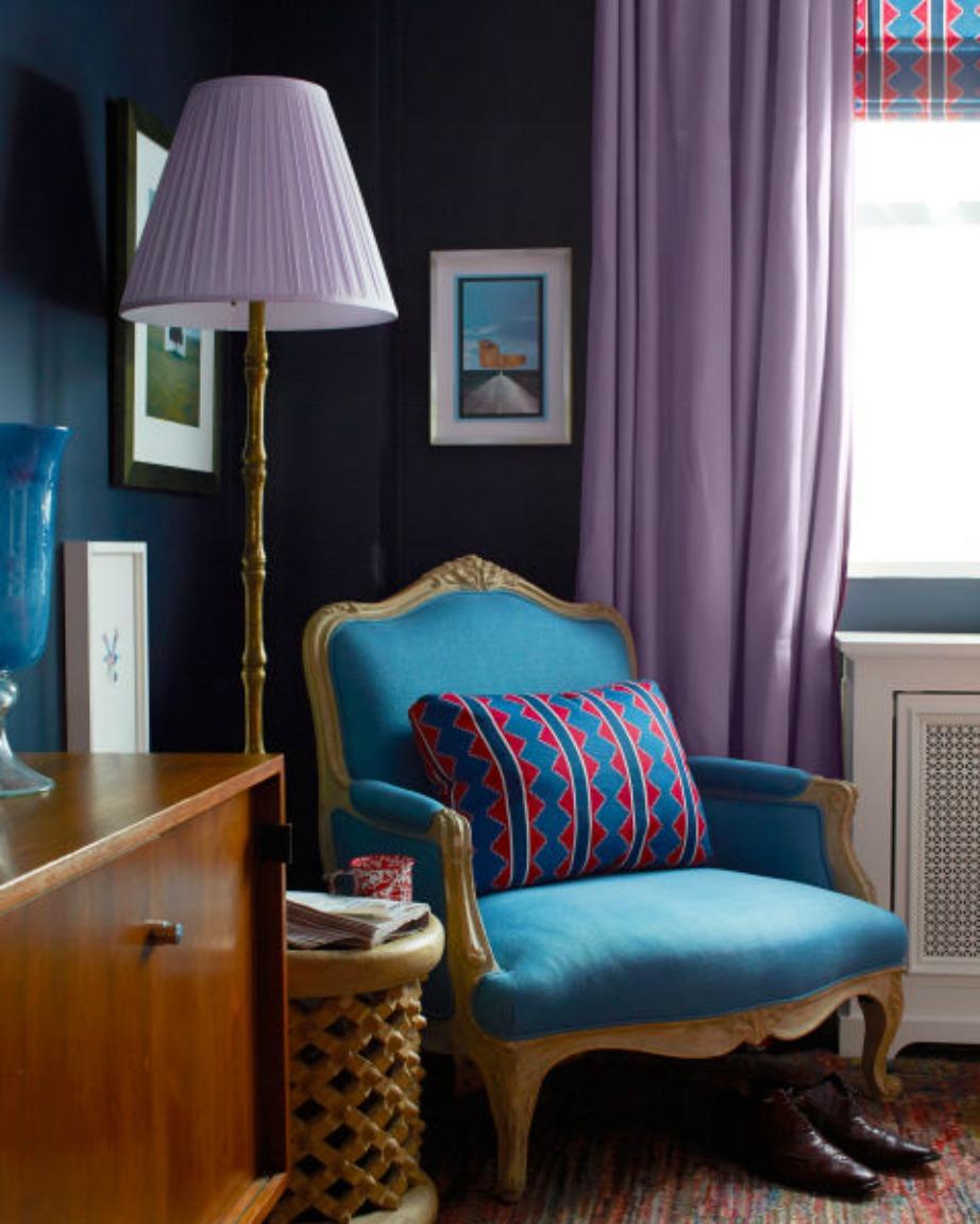 Συνδυάστε το χρώμα της κουρτίνας με άλλα διακοσμητικά μέσα στο σπίτι.
