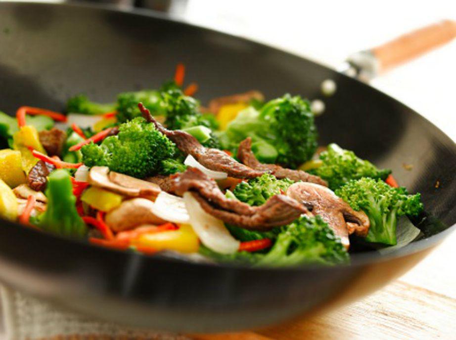 Ένα γουόκ είναι το μοναδικό σκεύος μαγειρικής που χρειάζεστε.