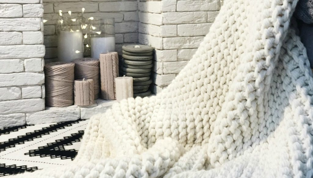 094b3e81d4d DIY: Δείτε Πώς θα Πλέξετε Αυτή την Κουβέρτα Μέσα σε 1 ...