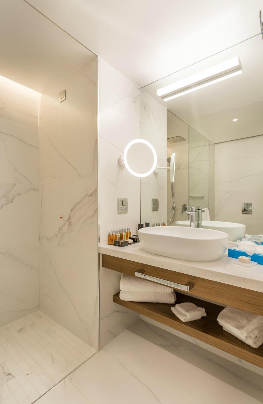 Μπάνια με σύγχρονες ανέσεις.