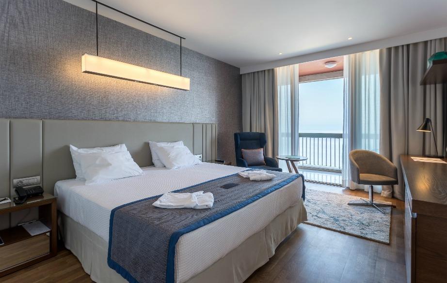 Τα δωμάτια προσφέρουν ανέσεις υψηλών απαιτήσεων.