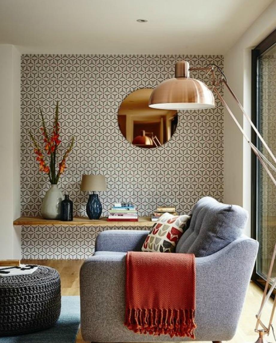 Βάλτε ένα επιδαπέδιο φωτιστικό δίπλα σε πολυθρόνα ή καναπέ. Φέτος είναι πολύ της μόδας το πολύ ψηλά φωτιστικά.