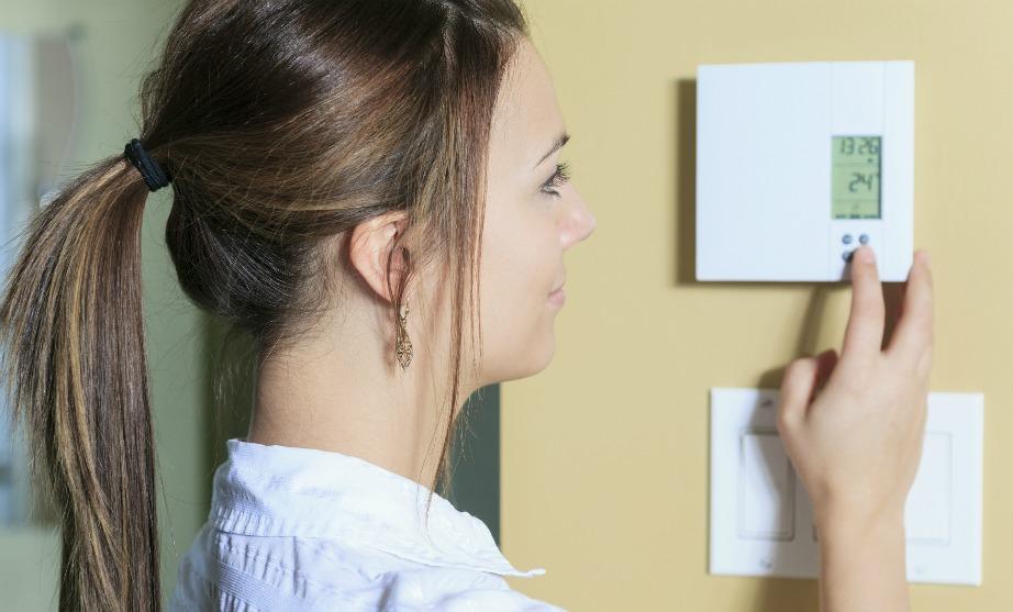 Ρυθμίστε τον θερμοστάτη σε μια σταθερή θερμοκρασία.