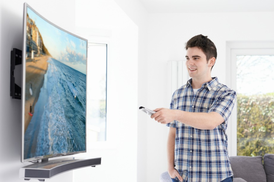 Ακόμα και οι πιο εξελιγμένες τηλεοράσεις δεν προσφέρουν την ίδια απόλαυση σε ταινίες, όπως οι προτζέκτορες.
