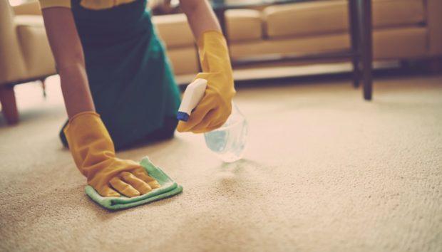 9 Τρόποι για να Καθαρίσετε Οποιονδήποτε Λεκέ από το Χαλί σας