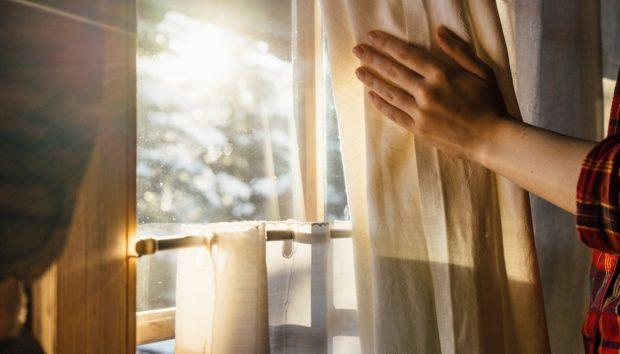 DIY: Πώς θα Ζεστάνετε το Σπίτι με μια Μικρή Αλλαγή στις Κουρτίνες σας