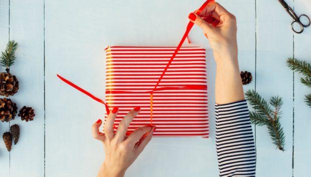 Η Γιαπωνέζικη Μέθοδος για να τα Τυλίξετε τα Δώρα των Γιορτών σε 15 Δευτερόλεπτα! (VIDEO)