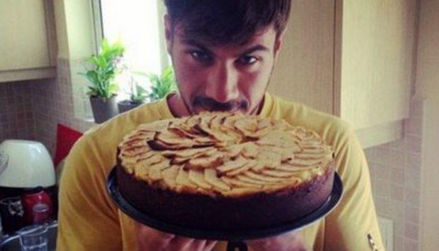 Το πιο Περίεργο Γλυκό: Φτιάξτε Ανάποδη Μηλόπιτα με Σοκολάτα