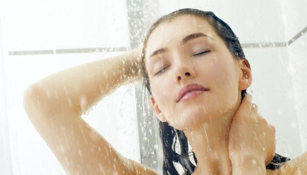 Να Γιατί Πρέπει να Φοράτε Πάντα Κρέμα Μετά το Μπάνιο