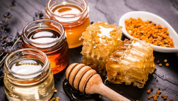 5 Συνταγές για να «Γιατρέψετε» τον Πονόλαιμο και τον Βήχα!
