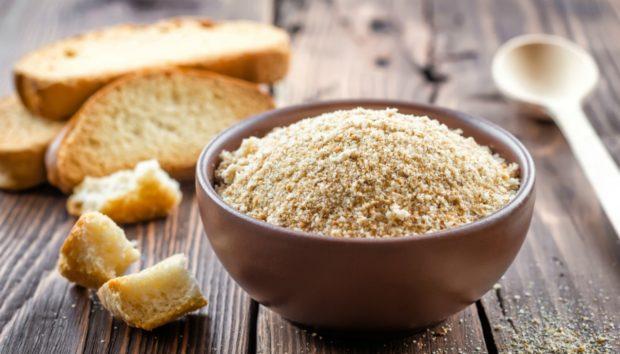 Δείτε πώς να Φτιάξετε Φρυγανιά Τριμμένη από Μπαγιάτικο Ψωμί