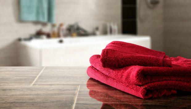 Το τρικ του Λεπτού: Δείτε πώς να Αποθηκεύσετε τις Πετσέτες Μπάνιου!