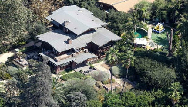 Δεν θα Πιστεύετε Ποσό Κοστίζει η Κατοικία που Ενοικιάζει η Angelina Jolie στο Malibu