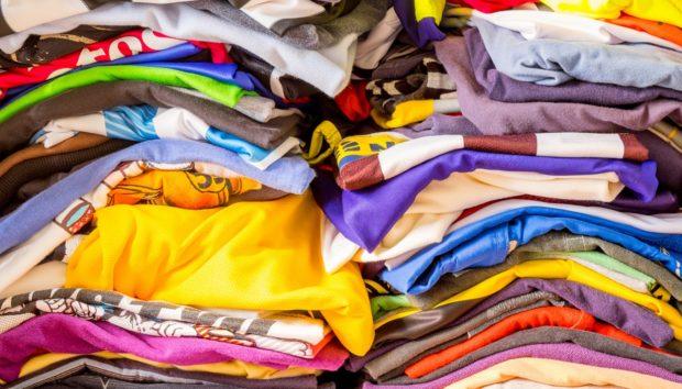 Αυτός Είναι ο πιο Εύκολος Τρόπος για να Απαλλάξετε τις Ντουλάπες σας από τα Περιττά Ρούχα