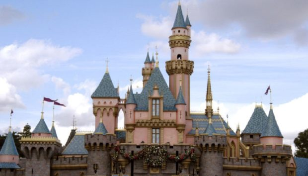 Δείτε το Κρυφό Διαμέρισμα του Walt Disney στον πιο Όμορφο Δρόμο της Disneyland!