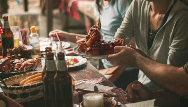 5 Πράγματα που Χρειάζεται Οπωσδήποτε το Τραπέζι της Τσικνοπέμπτης