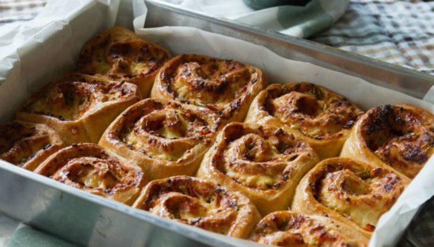 Φτιάξτε Γρήγορα και Εύκολα Αφράτα Ρολάκια Πίτσας