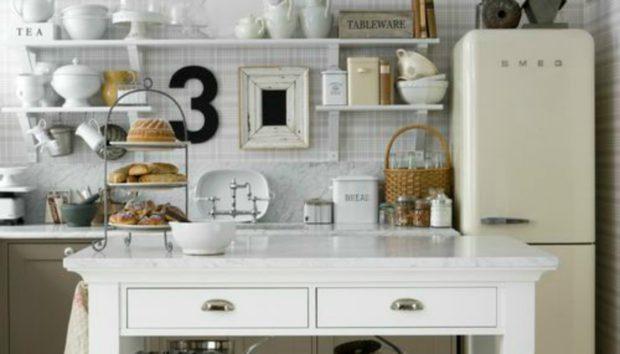 Δείτε Πόσο Εύκολα Μπορείτε να Αλλάξετε την Παλιά Πρόσοψη του Ψυγείου σας