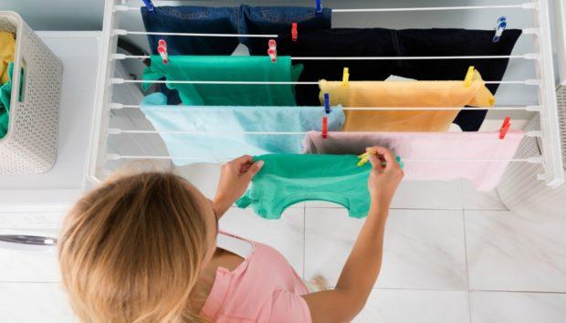 Να Γιατί δεν Πρέπει να Στεγνώνουμε τα Ρούχα Μέσα στο Σπίτι