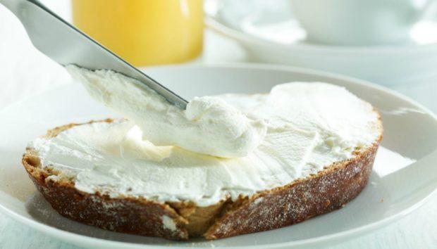 Να πώς θα Φτιάξετε Σπιτικό Τυρί Κρέμα Μόνοι σας!