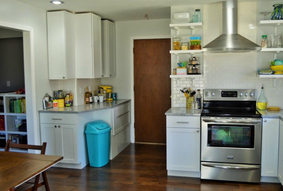 thehomeissue kados02 - 5 λόγοι για να μην έχετε τον κάδο σκουπιδιών μέσα στο ντουλάπι της κουζίνας σας!