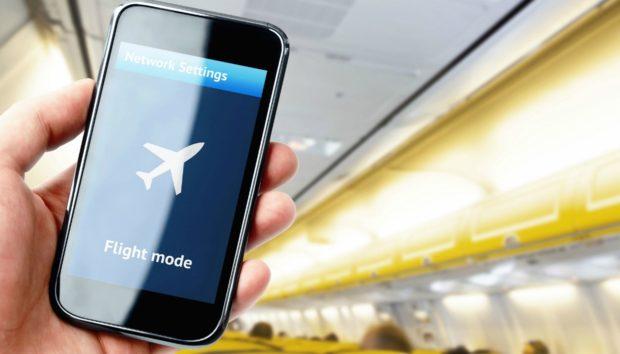 Να τι θα Συμβεί αν δεν Κλείσετε το Κινητό σας σε μια Πτήση