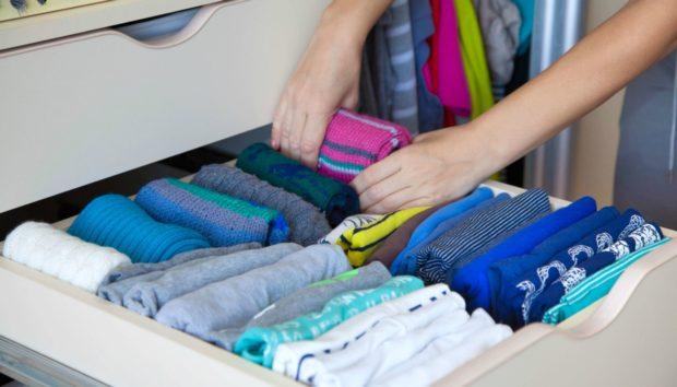 DIY: Φτιάξτε Πανεύκολα ένα Μπλουζάκι Χρησιμοποιώντας το Παλιό σας Κολάν