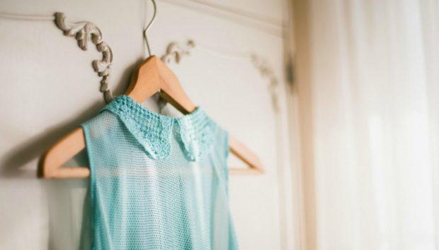 Να τι Πρέπει να Κάνετε για να Μυρίζουν τα Ρούχα σας Πάντα Τέλεια (Χωρίς να τα Πλένετε με Μαλακτικό)!
