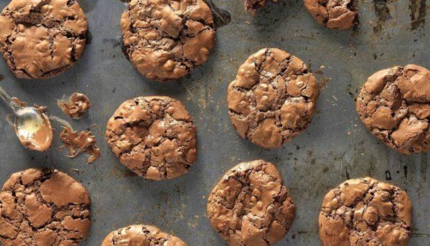 Μαλακά Μπισκότα Τριπλής Σοκολάτας: Φτιάξτε τα σε Μισή Ώρα Ακριβώς