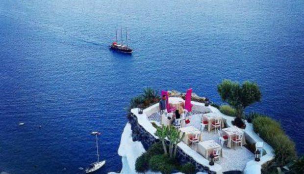 Αυτό Είναι το Ελληνικό Εστιατόριο με την πιο Όμορφη Θέα στον Κόσμο!