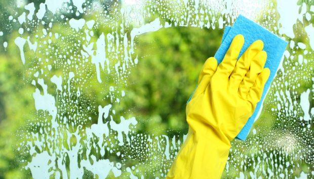 5 Λάθη που Κάνετε Όταν Καθαρίζετε τα Τζάμια του Σπιτιού σας!