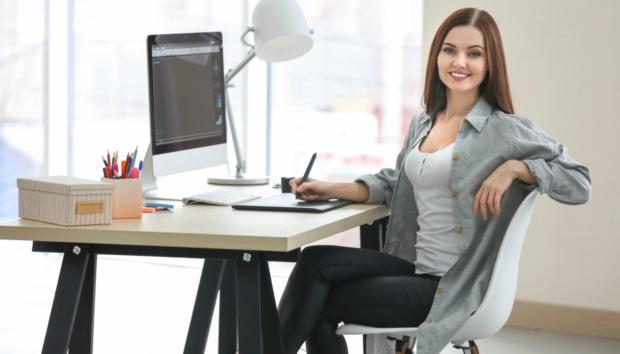 4 Τρικς για να Μείνετε Συγκεντρωμένες σε ένα Γραφείο Γεμάτο Περισπασμούς