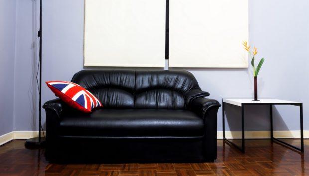 μαύρος δερμάτινος καναπές