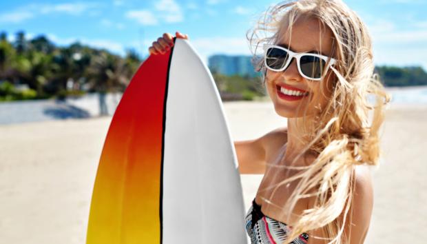 Δείτε Πόσες Θερμίδες Μπορείτε να Κάψετε με 9 Καλοκαιρινά Σπορ στην Παραλία