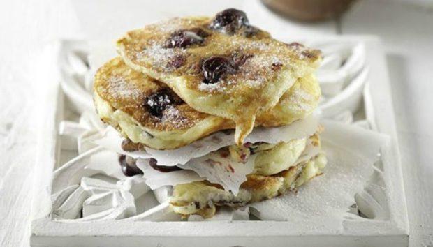 Τηγανίτες με Κεράσια: Νόστιμη και Εύκολη Συνταγή για Υπέροχο Πρωινό