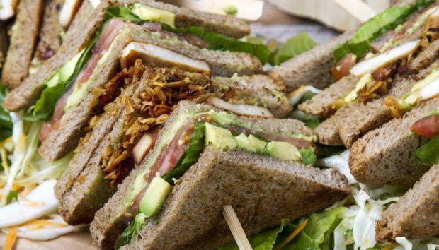 Δείτε πώς θα Φτιάξετε το πιο Νόστιμο και Υγιεινό Κλαμπ Σάντουιτς
