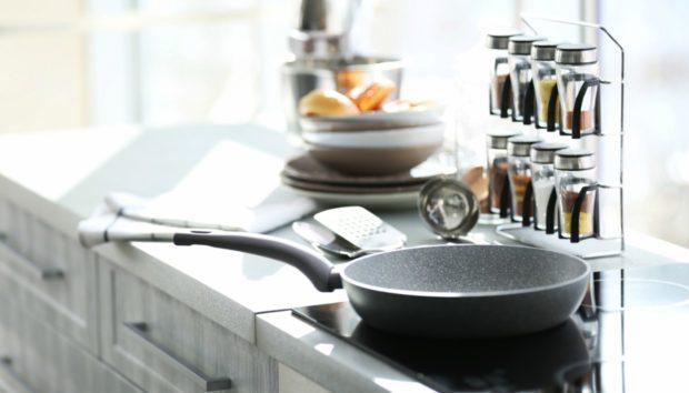 «Πώςνακαθαρίζωεύκολατακαμμέναμαγειρικάσκεύη;»