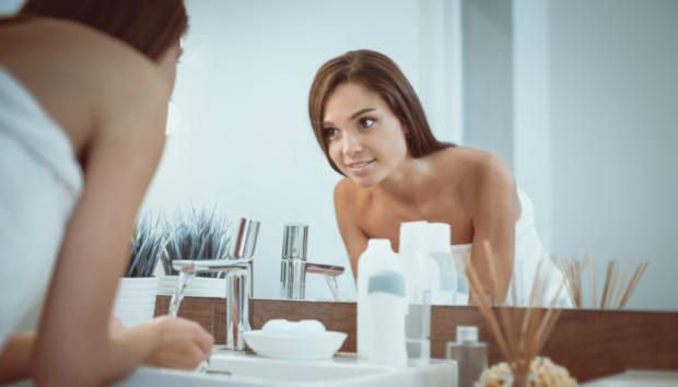 Αυτό Είναι το πιο Εύκολο Μείγμα για Καθαρισμό και Απολέπιση Προσώπου