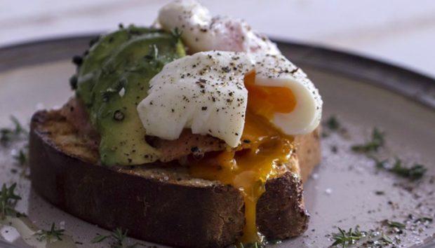 Αυτή Είναι η Σωστή Συνταγή για να Φτιάξετε Αυγά Ποσέ Όπως οι Γάλλοι