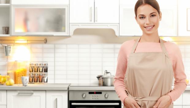 Ολική Καθαριότητα Κουζίνας: Τα Tips και τα Εργαλεία που θα σας Βοηθήσουν να Τελειώσετε στον Μισό Χρόνο