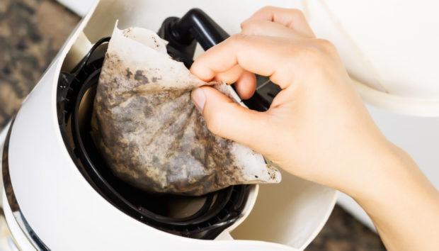 9 Λόγοι για να μη Ξαναπετάξετε το Κατακάθι του Καφέ
