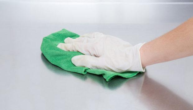 Αυτός Είναι ο πιο Απλός Τρόπος για να Καθαρίσετε τις Ιnox Επιφάνειες
